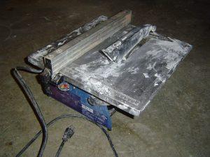 Inexpensive tile saw
