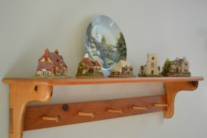 Wooden Shelf with Lilliput Lane Miniature Cottages